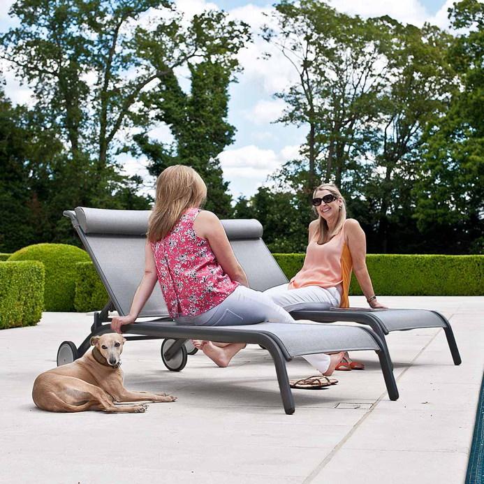 gartenliege alexander rose portofino lite grau rollliege aluminiumliege vom gartenm bel. Black Bedroom Furniture Sets. Home Design Ideas